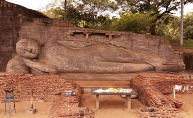 Sri-Lanka - Polonnaruwa - gal - viharaya