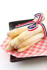 Bundle of fresh Dutch asparagus on napkin
