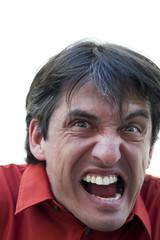 gros plan sur un cri d'homme en colère aliéné