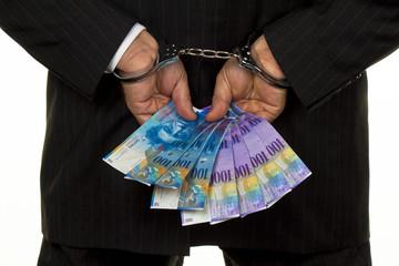 Manager mit Schweizer Franken Geldscheinen