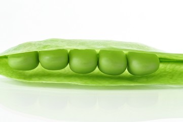 peas on white background