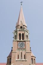 Clocher de l'église catholique dans Cacica, Roumanie
