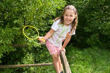 Mädchen klettert