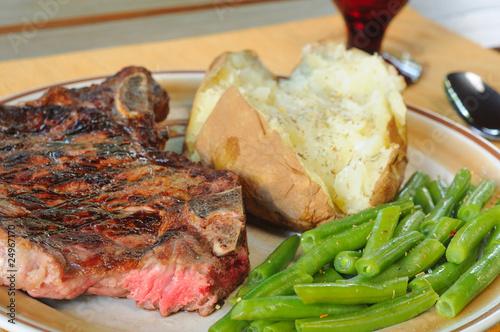 Leinwanddruck Bild Dinner of steak, baked potato and green beans