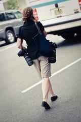 Fotografin mit Kamera auf den Straßen von New York