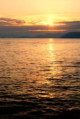 Dolce tramonto di mare