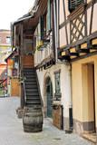Ruelle avec maisons à colombages, Obernai, Bas-Rhin, Alsace - 25010171