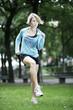 junge hübsche Frau beim laufen