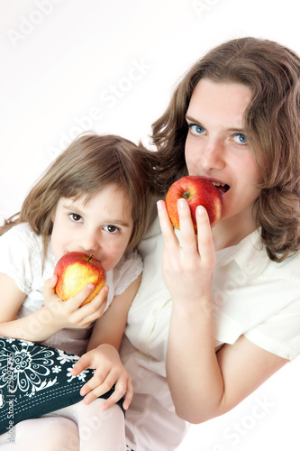 Mom and daughter with apples