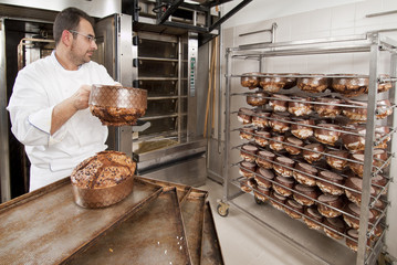 Pastry chef who prepares the cake -Panettone