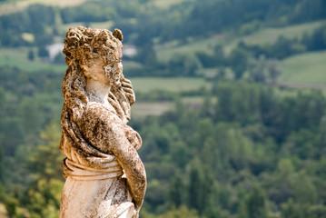 Borgo di Compiano - Statua di Donna