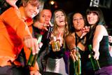 Fototapety Freunde in Bar oder Disco