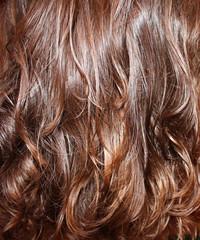 Фон из волнистых волос шатенки, текстура рыжих волос