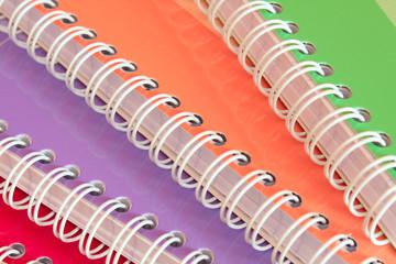 Cahiers à spirales colorés