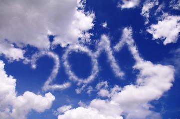 青空に浮かぶ2011の文字