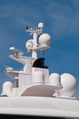 Yacht navigation system antennas