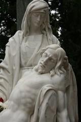 Detalle de escultura en el Cementerio granadino