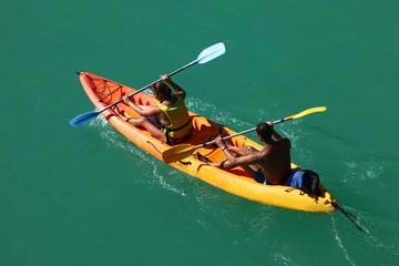 couple en kayak