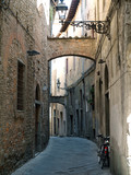Fototapety 'Via della torre' in the old town of Pistoia, Tuscany, Italy