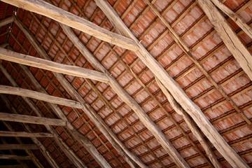 Dachbalken mit Dachziegel