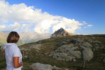 Donna in cima al passo del Bernina III