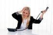 Frau mit Stress im Büro