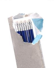 Paquete de lápices abierto.