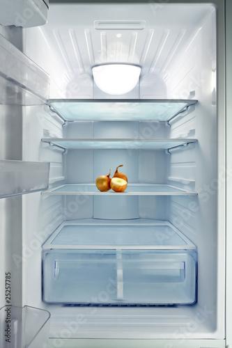 Empty fridge - 25257785