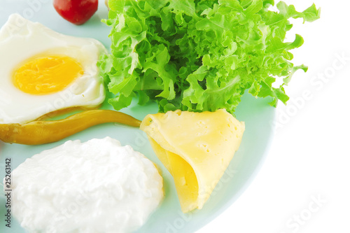 egg and cottage cheese with salad