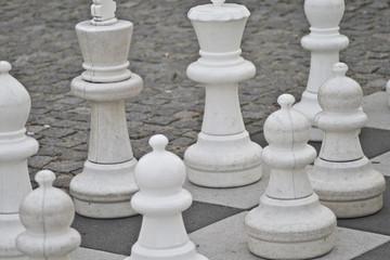 weiße große Schachfiguren