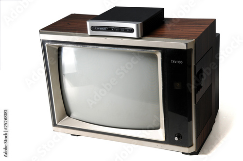 vintage tv with digital converter