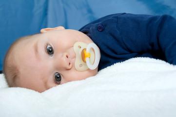 Baby mit Nuckel