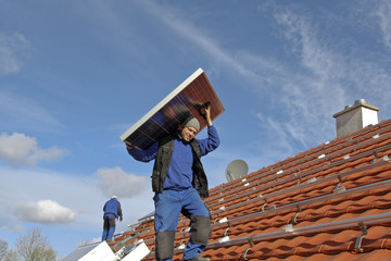 Workman with solar modul