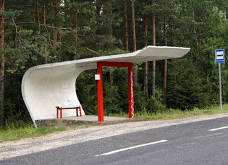 Wartehäuschen mit Sitzbank in Estland