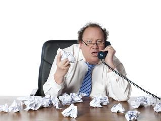 """homme d""""affaires surmené en conversation téléphonique"""