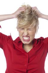 jeune femme accès de colère