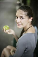 grünen Apfel essen