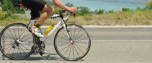 Poster Fietsen Bicicletta su strada