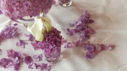Tischdekoration mit Blumen, Restaurant