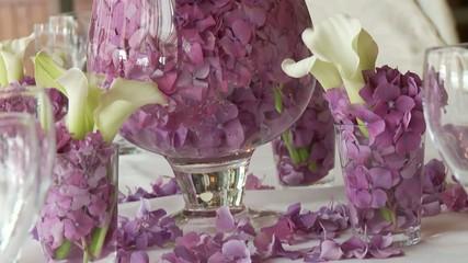 Blumen (Flieder)  auf Tisch