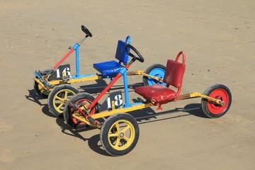 Karts à pédales sur la plage