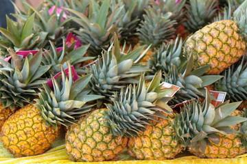 ananas, gestapelt, marktstand