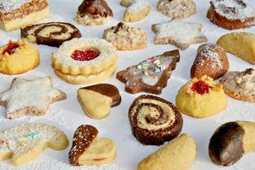 Bunte Weihnachtsplätzchen - Colourful Christmas Cookies