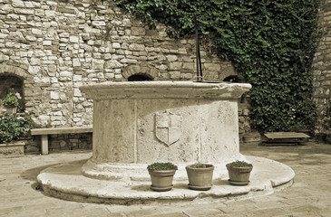 Puteale. Circular well. Corciano. Umbria.