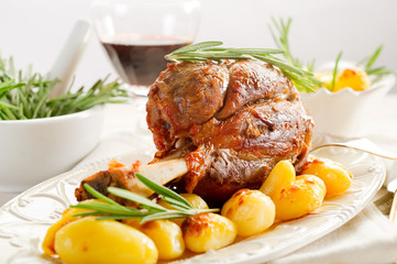 shank with potatoes - stinco con patate