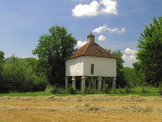 Grenier à blé, Château de Bridoire ; Dordogne  Périgord Pourpre