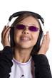 adolescente qui écoute de la musique