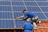 Fototapety Workmen with new solar moduls