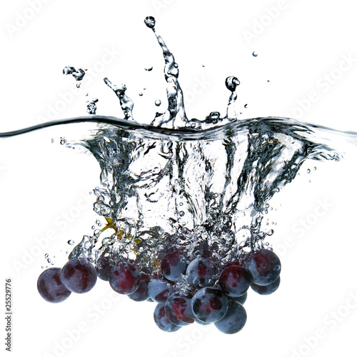 Foto op Canvas Opspattend water blue grape dropped into water with splash isolated on white