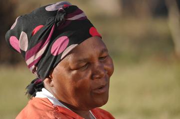Portrait d'une vieille femme africaine